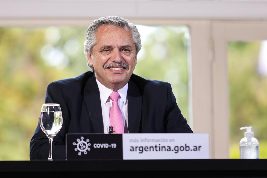 Fernández inaugura un puerto