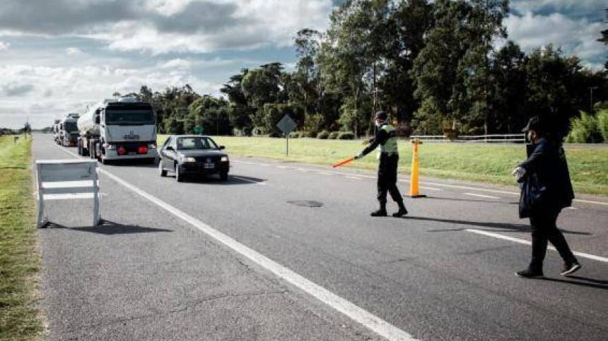 Balcarce: un hombre quiso eludir un control de acceso y atropelló a un agente municipal
