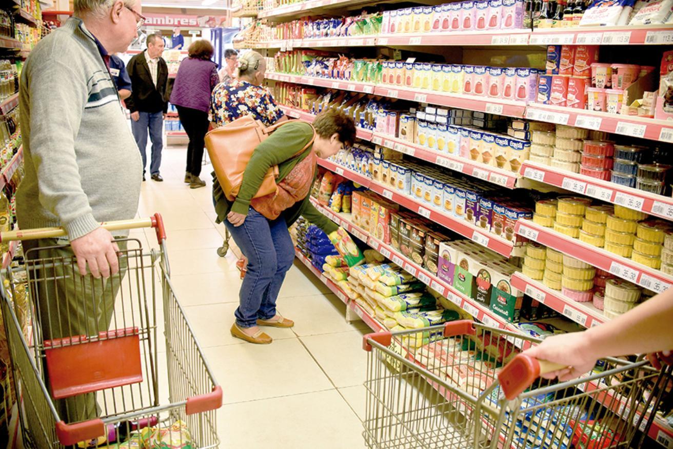 Precios Máximos: La Defensoría denunció incumplimientos en los grandes supermercados