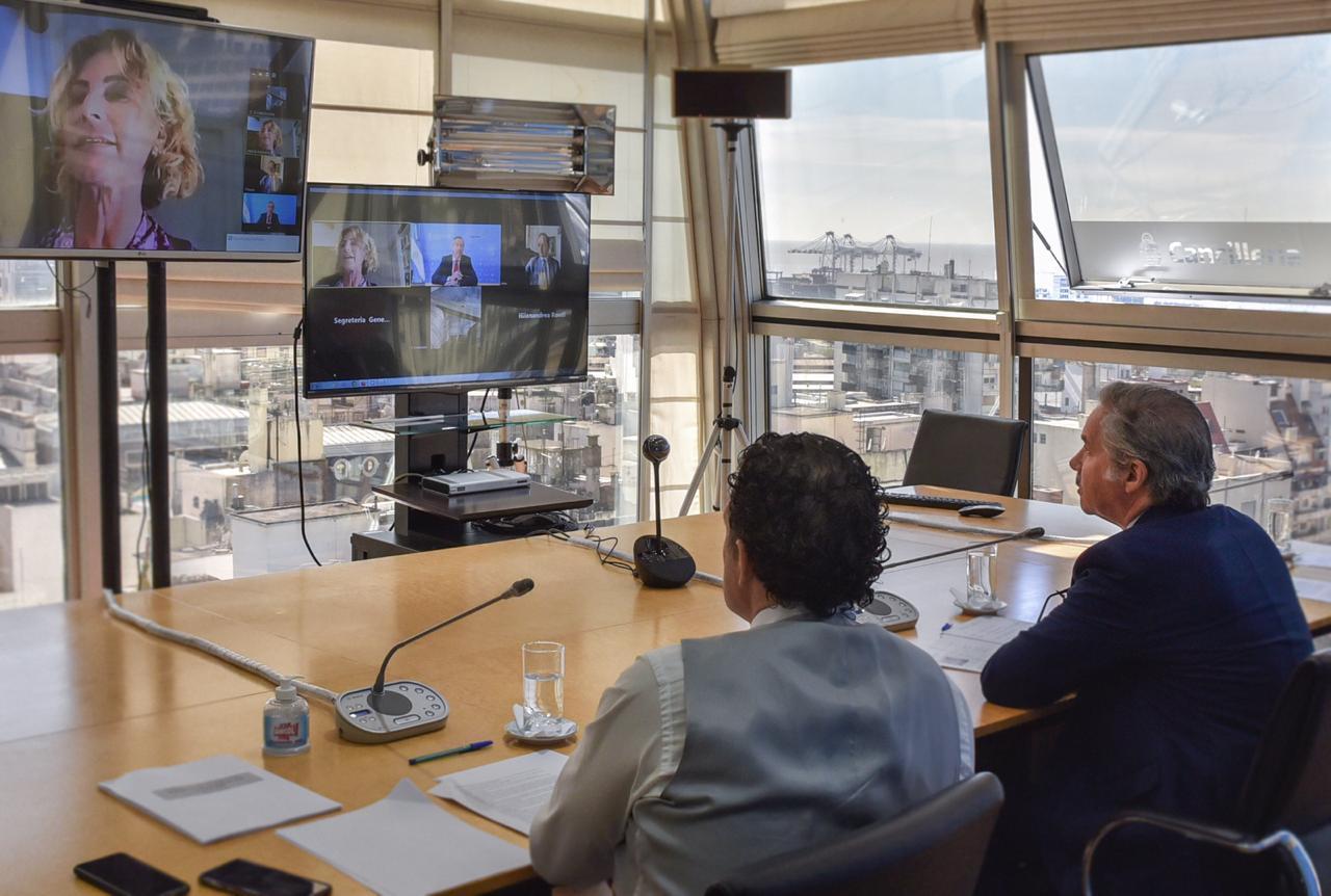 Solá dialogó con el Instituto Ítalo-Latinoamericano