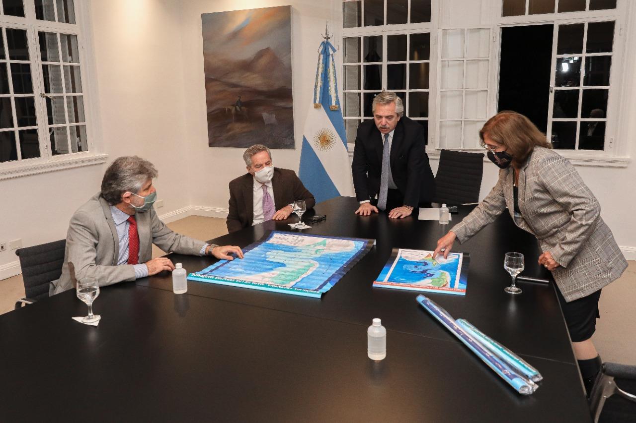 El Presidente destacó el trabajo de las áreas del Gobierno que confeccionaron las leyes de Espacios Marítimos y de creación de un Consejo Nacional de Malvinas