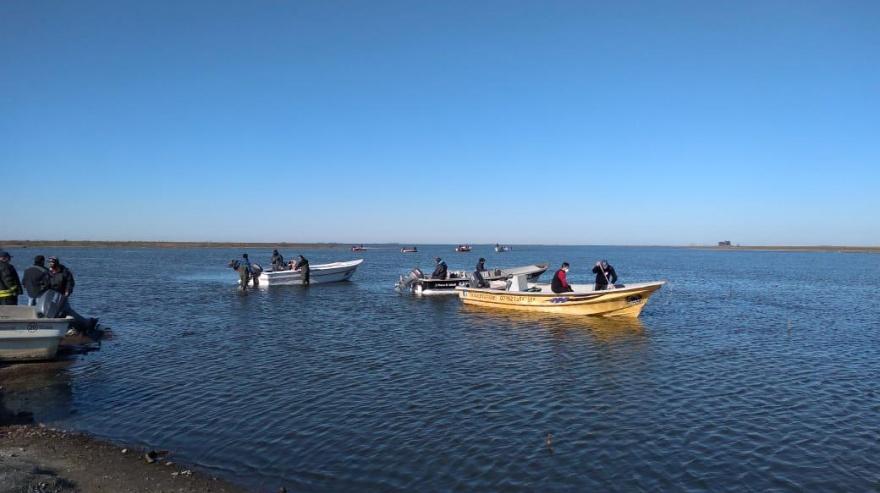 Tres días de intensa búsqueda de un pescador desaparecido en una laguna de Trenque Lauquen