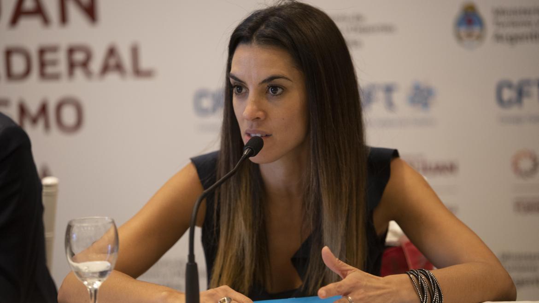 """Yanina Martínez: """"Tenemos que tener temporada; para Mar del Plata el turismo es la vida"""""""