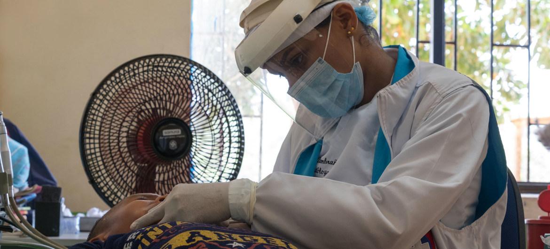 COVID-19: América tiene el mayor número de trabajadores de salud infectados del mundo