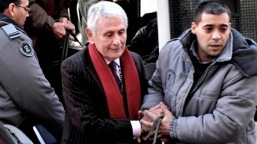 Piden que se rechace un nuevo pedido de prisión domiciliaria de Etchecolatz