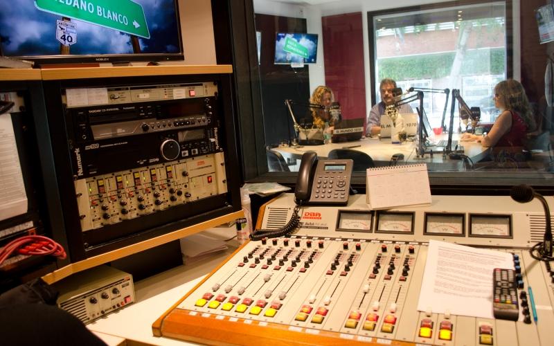 En la radio faltan mujeres: poca presencia femenina en el medio que cumplió 100 años