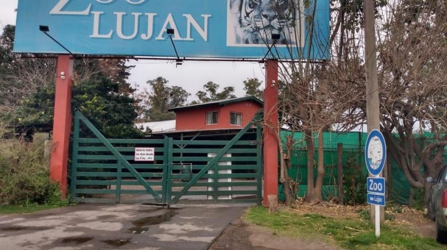 Tras años de irregularidades clausuraron el zoo de Luján