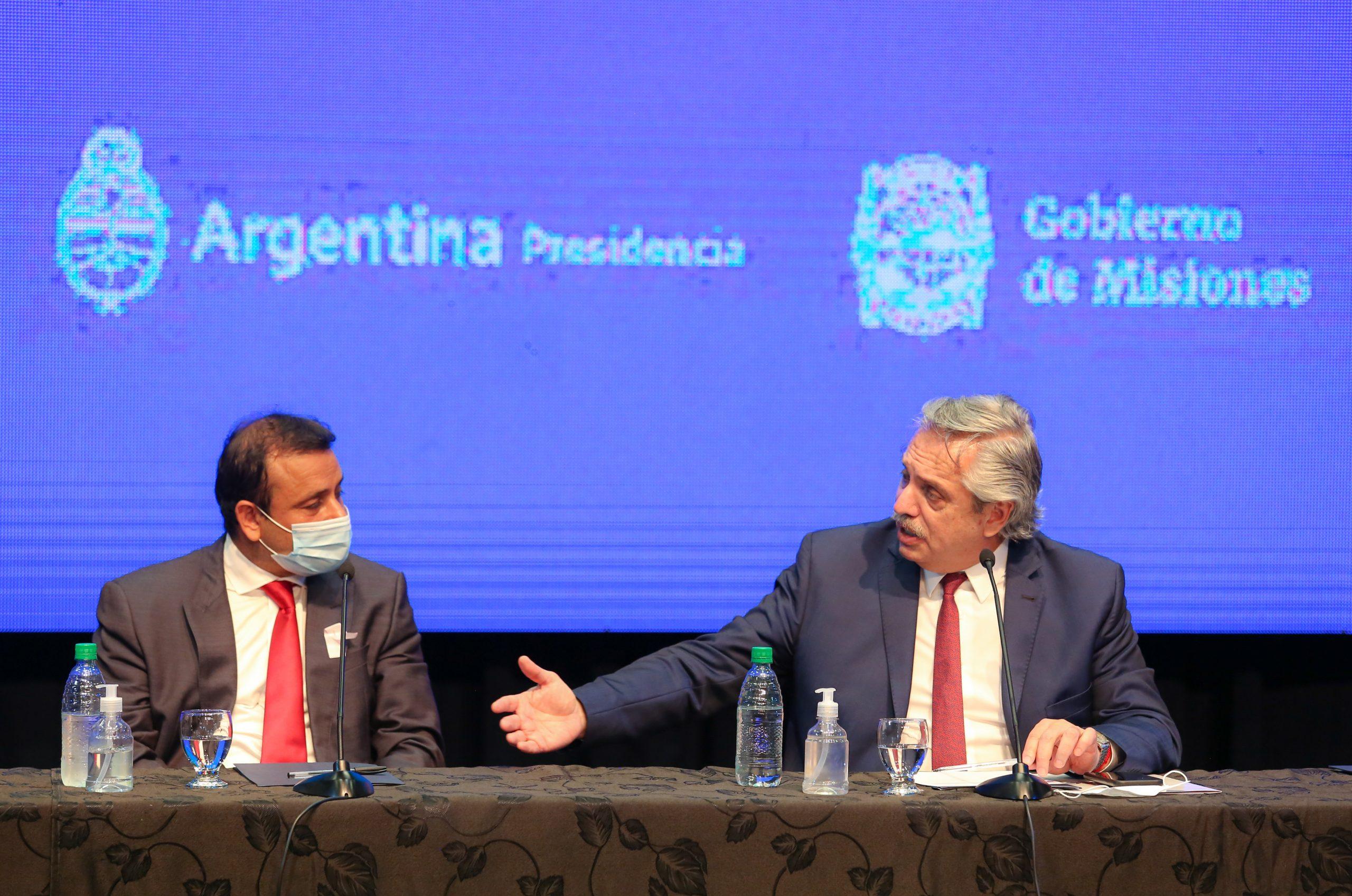 Misiones: el Presidente inauguró obras viales y un hospital, y encabezó la firma de convenios con el gobierno provincial