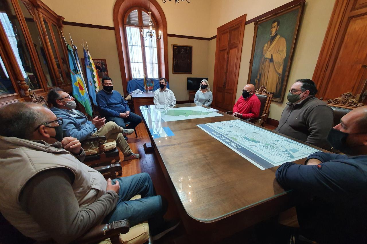 El intendente Bertellys se reunió con trabajadores de institutos de menores