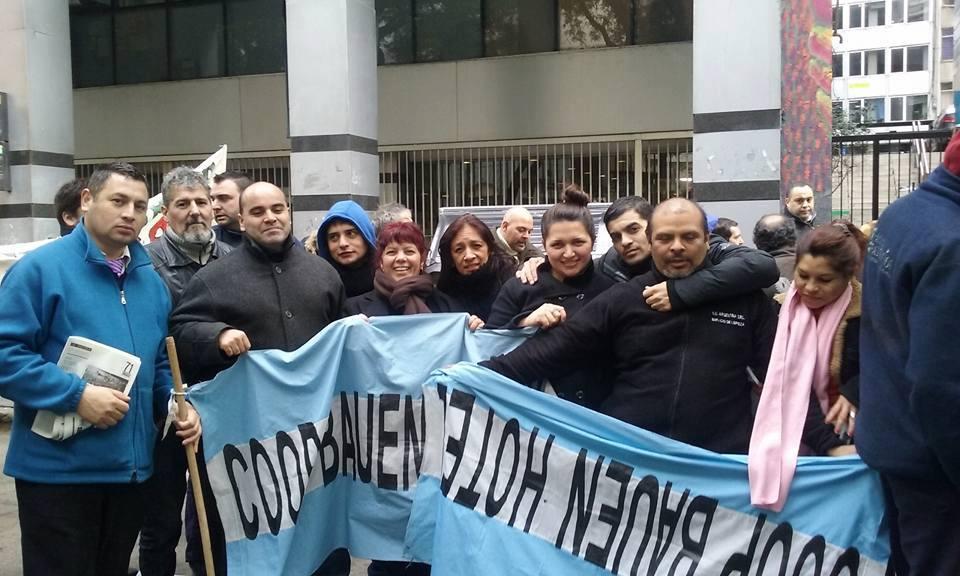 Tras 17 años de lucha los trabajadores del Bauen dejaron el edificio del hotel