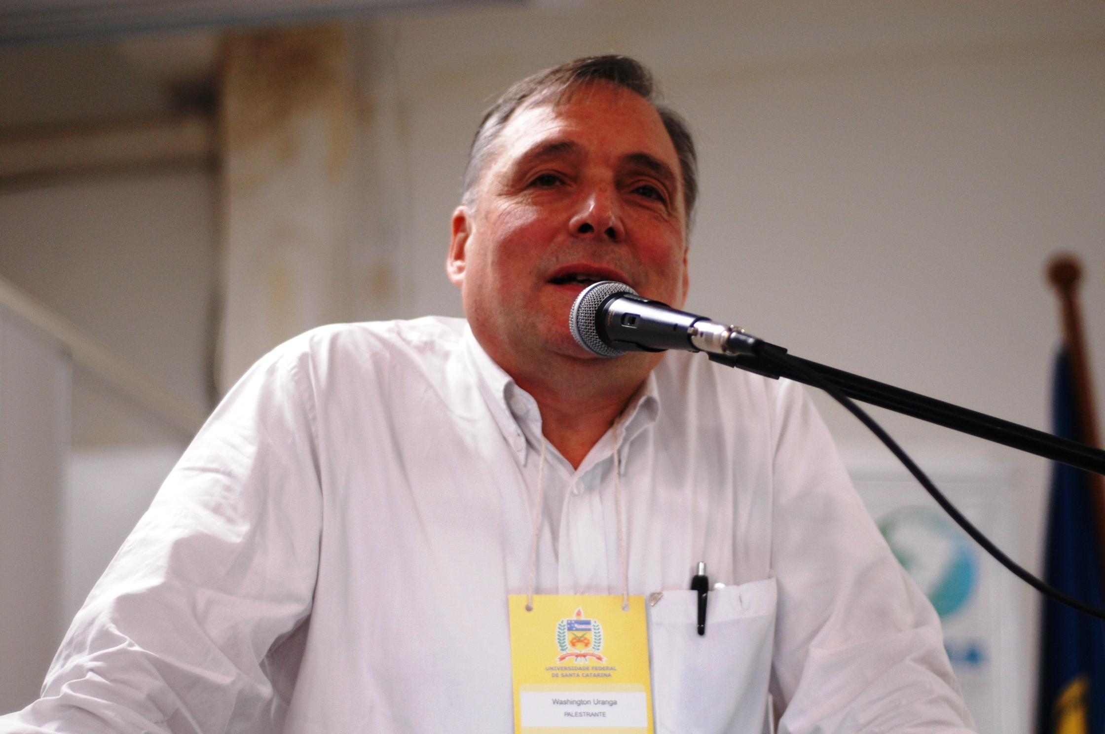 """Washington Uranga: """"Francisco cuestiona al neoliberalismo, a la globalización y al populismo xenófobo y violento"""""""