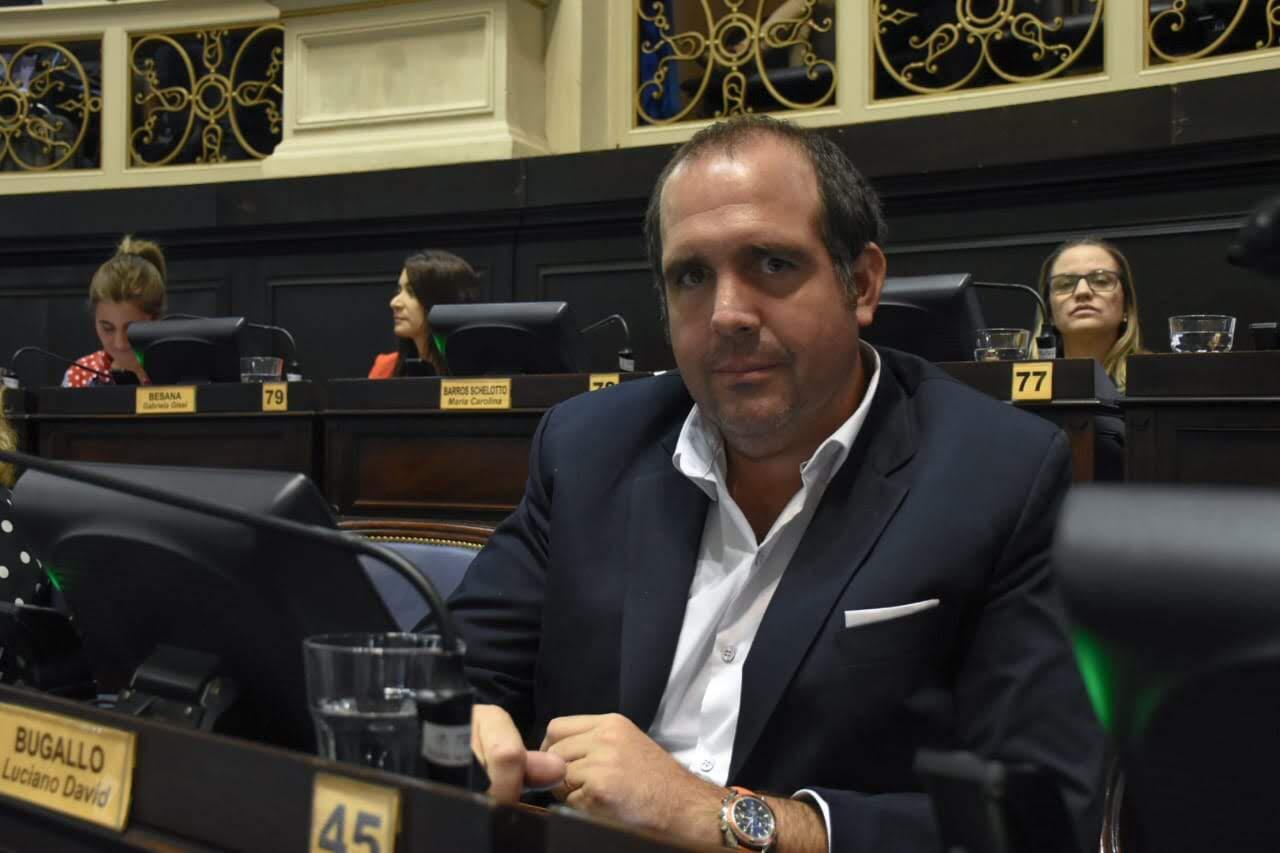 Denuncian penalmente al ministro Gollan por beneficiarse con compras de un municipio