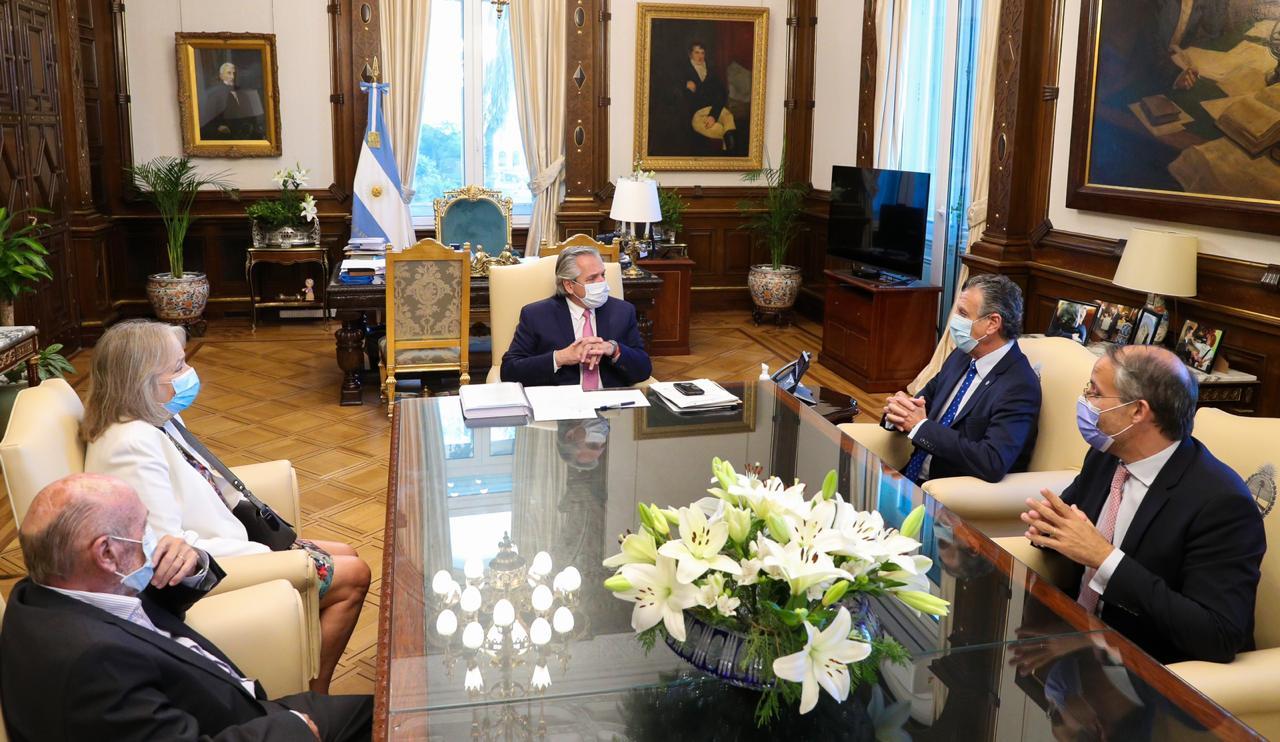 El Presidente recibió a representantes de la Cámara Argentina de Comercio y Servicios