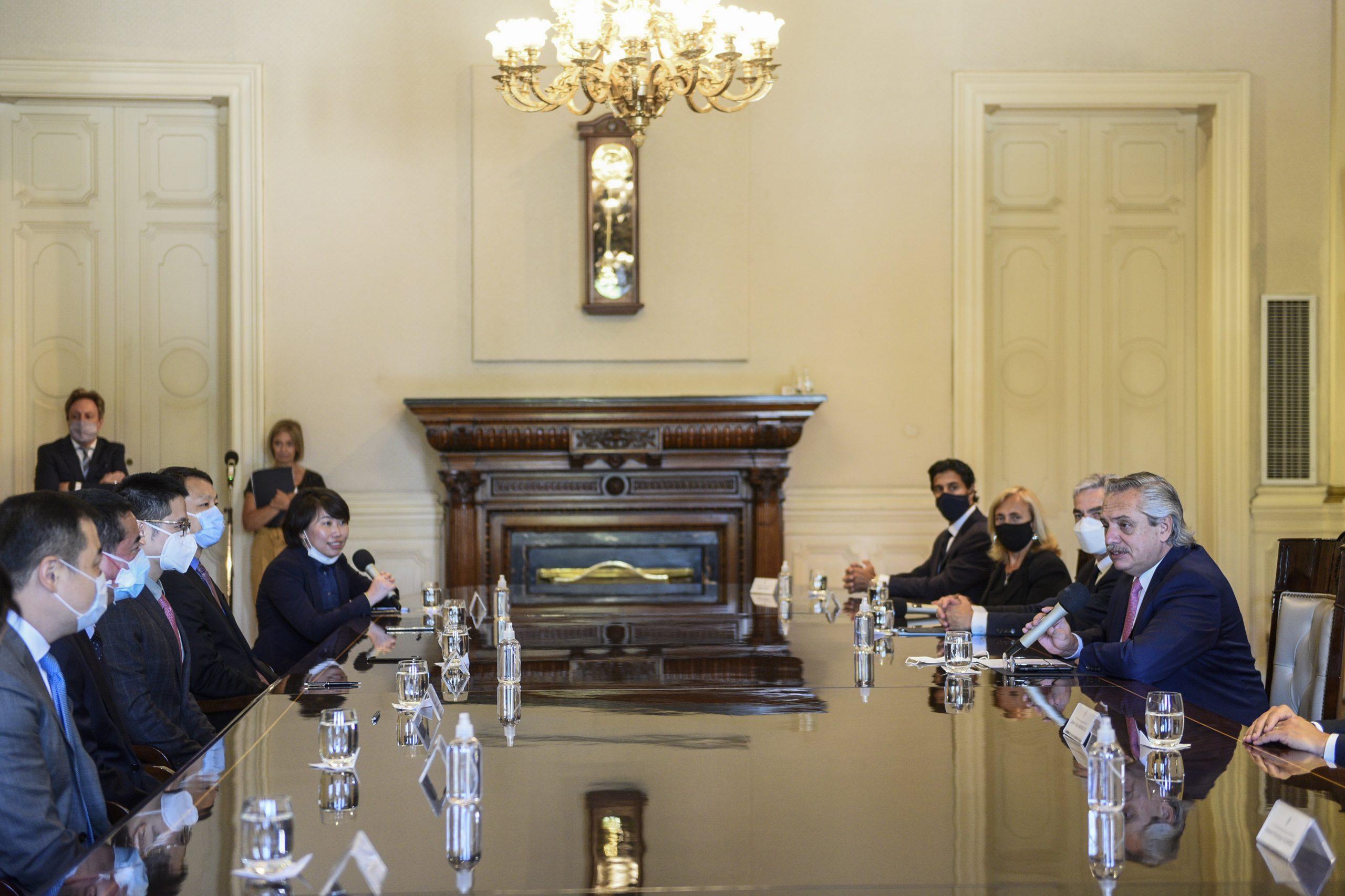 El Presidente encabezó la firma de cuatro acuerdos con China por USD 4.695 millones para la reactivación de líneas ferroviarias