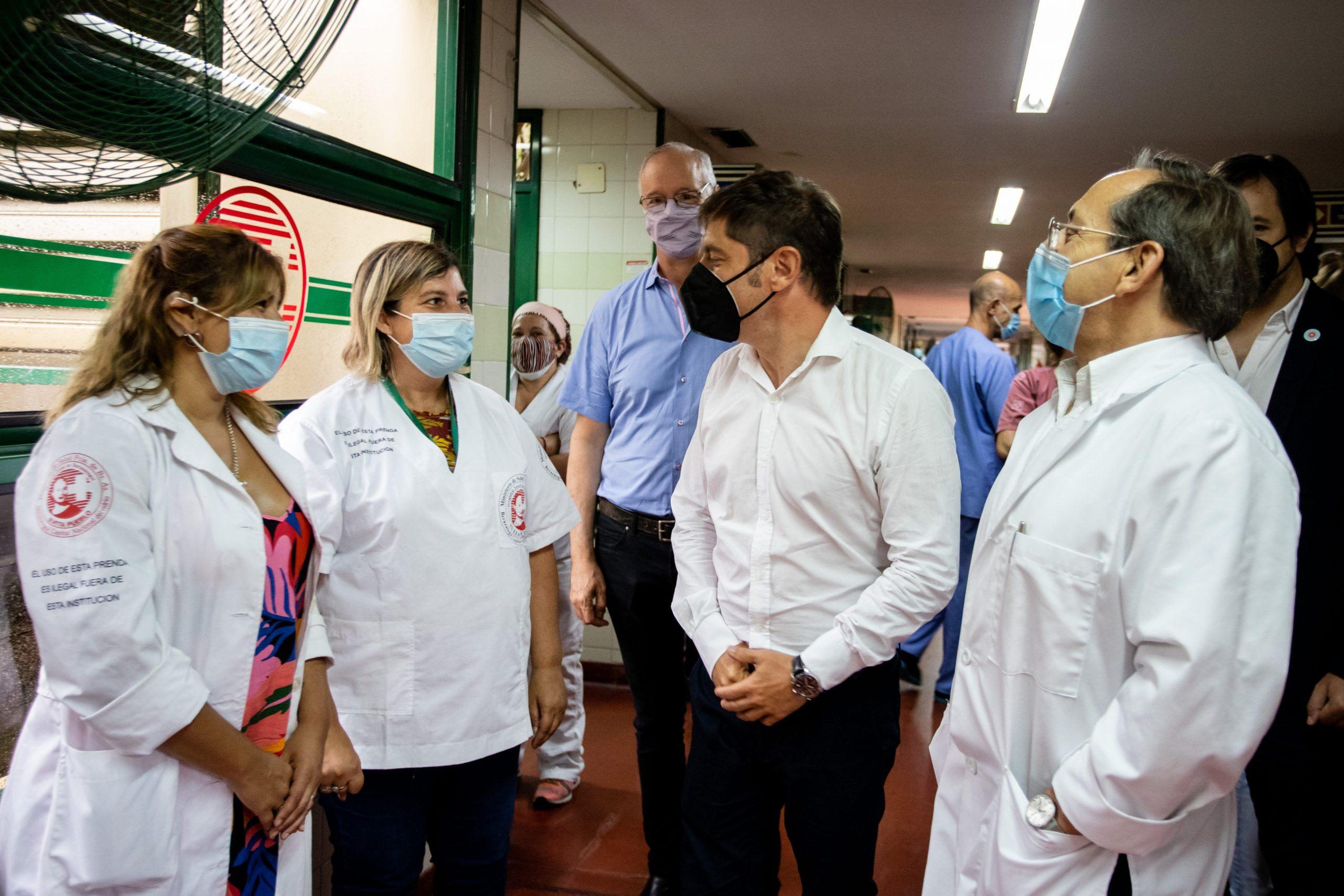Kicillof visitó el operativo de vacunación en el Hospital Evita Pueblo en Berazategui