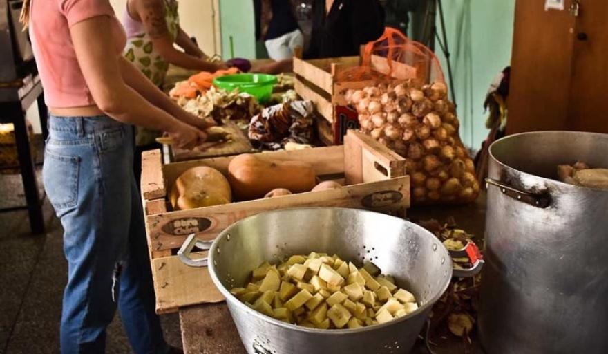 Denuncian al intendente Montenegro por cortar el aporte de alimentos a los comités barriales