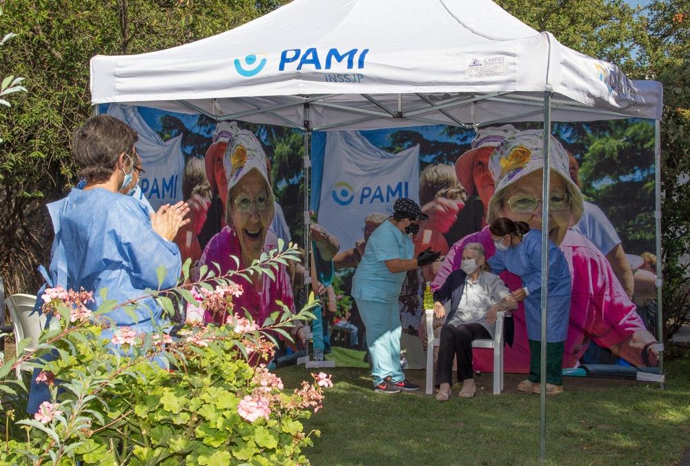 PAMI comenzó la vacunación en residencias