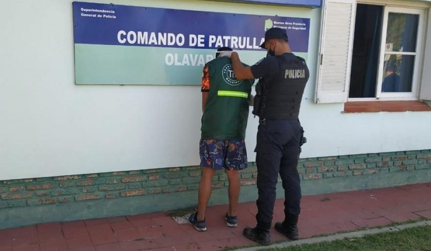 Olavarría: asaltó a un remisero, se olvidó su tarjeta de débito y terminó preso