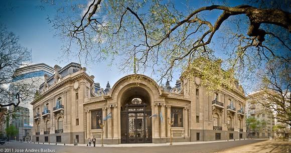 El canciller Solá dejó sin efecto una resolución del macrismo que permitía alquilar el Palacio San Martín