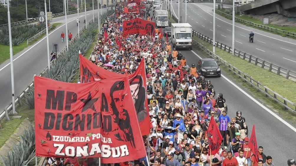Organizaciones sociales y políticas protestan en sedes de la Sociedad Rural