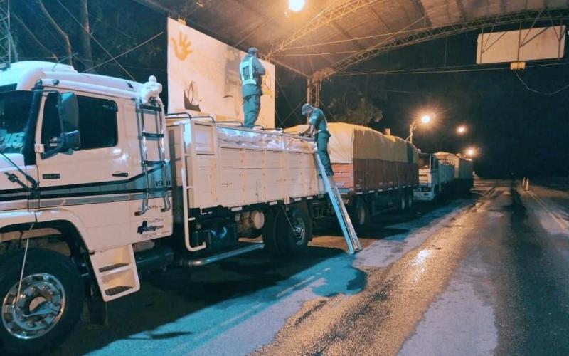 Contrabando de soja: en sólo tres días, Gendarmería descubrió 15 camiones con 400 toneladas que iban a Paraguay