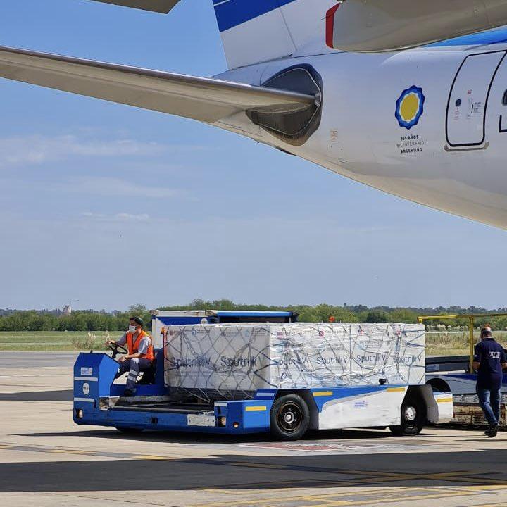 Coronavirus: Arribó el avión de Aerolíneas Argentinas con 330.000 dosis 1 de la vacuna Sputnik V