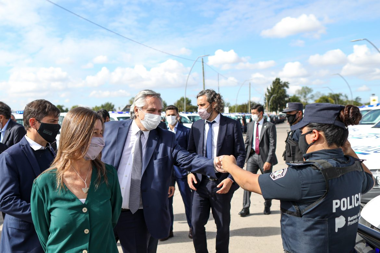 El Presidente anunció la instalación de 4.000 paradas de colectivo con dispositivos de seguridad en 43 municipios bonaerenses
