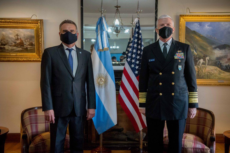 Rossi se reunió con el jefe del Comando Sur y junto a su par Vizzotti recibió la donación de hospitales de campaña en el marco de la lucha contra la pandemia de coronavirus