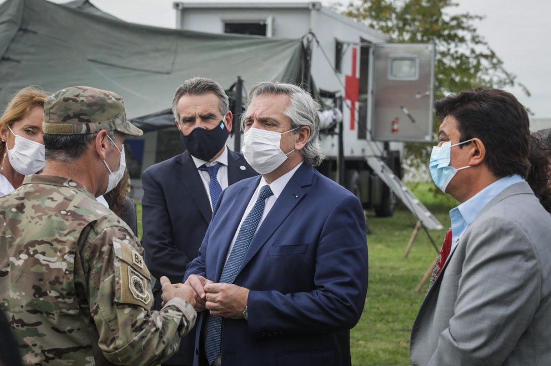 El presidente Fernández, Rossi y Vizzotti recorrieron el Hospital Móvil de Defensa recientemente instalado para ampliar capacidades sanitarias en González Catán