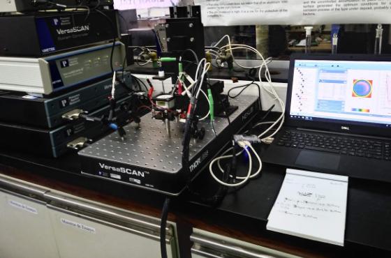 Llega al  país el primer microscopio electroquímico de barrido, un instrumento clave para desarrollar e investigar materiales