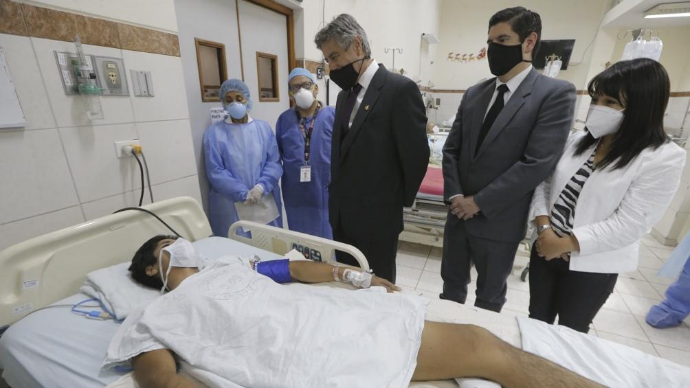 Con récord de muertos diarios, Perú promete nuevo plan de vacunación