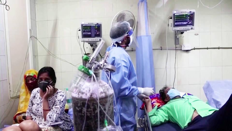 India reporta la cifra de muertes diarias más alta del mundo desde que comenzó la pandemia; aumentan los casos en Haití, país que aún no ha administrado ninguna dosis de la vacuna