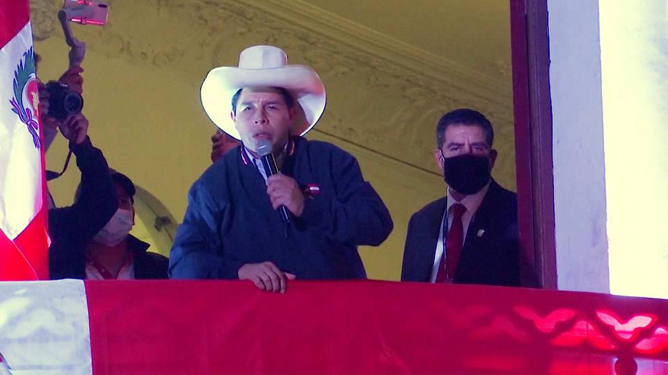 El maestro socialista Pedro Castillo está cada vez más cerca de ser el nuevo presidente de Perú