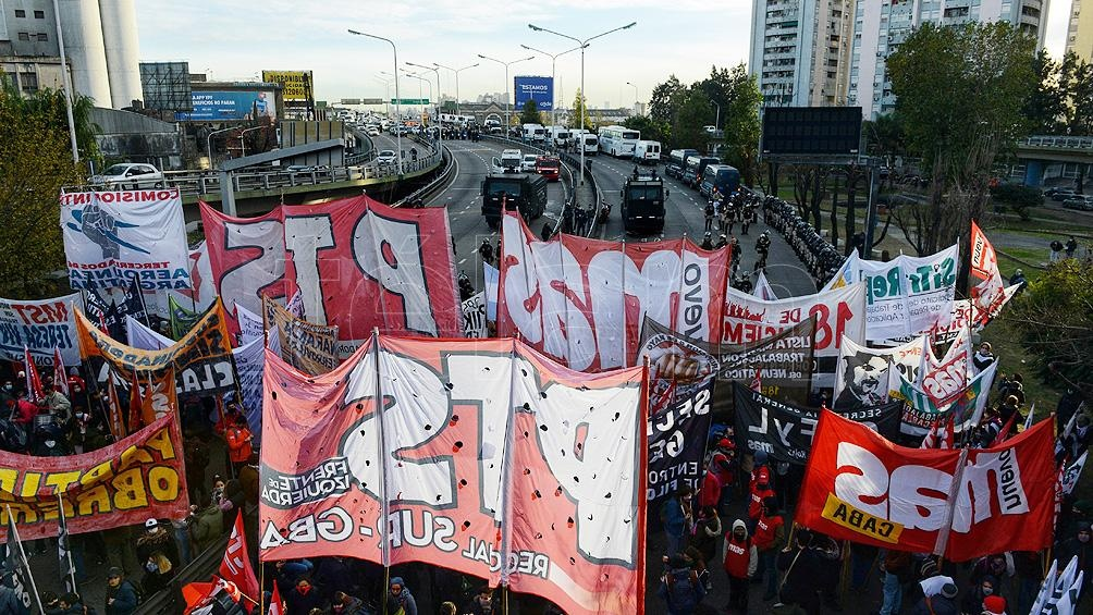 """""""Por salarios y trabajo"""" siguen las protestas de organizaciones sociales"""