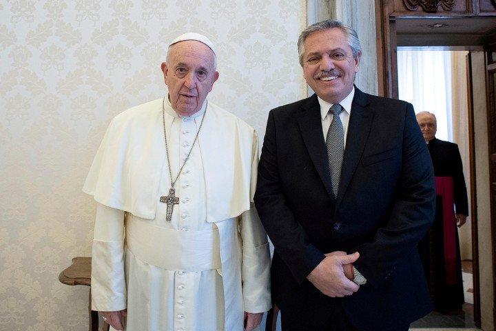 El Papa agradeció al Presidente su mensaje en el que le deseó una pronta recuperación de la cirugía a la que fue sometido en Roma