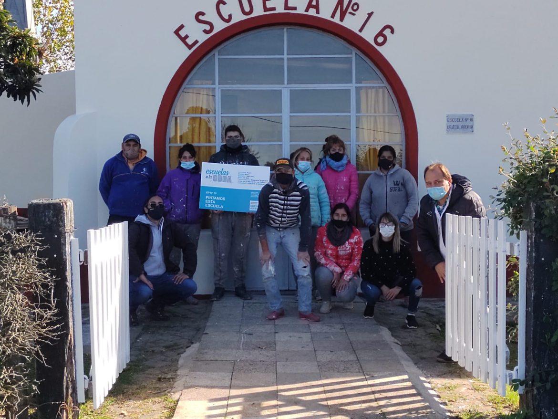 La Provincia invirtió un millón setecientos mil pesos en pintar tres establecimientos educativos azuleños