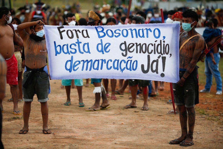 Pueblos indígenas denuncian a Bolsonaro por genocidio ante tribunal internacional de La Haya