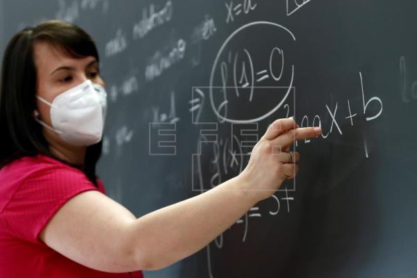 La Defensoría del Pública consulta a docentes de todo el país