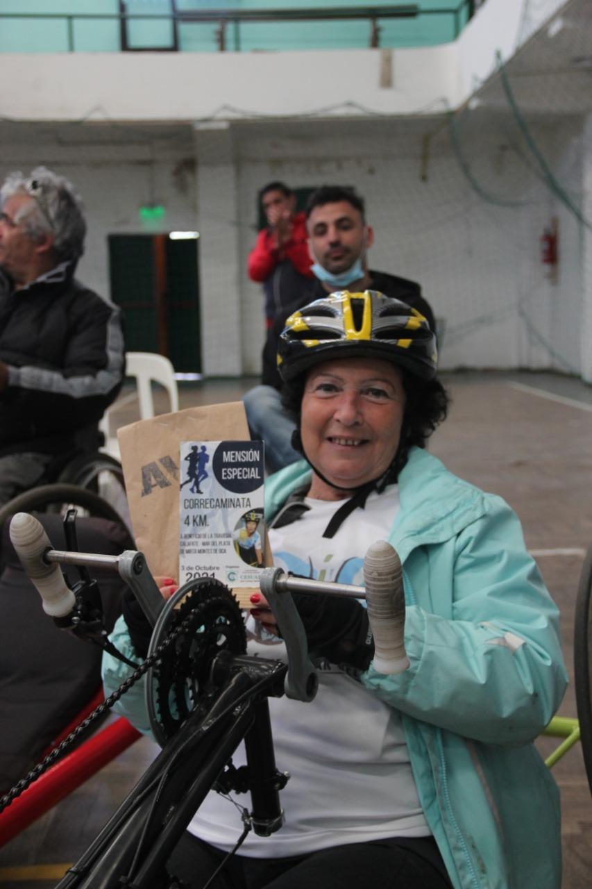 Alejandra Días y José Acosta ganadores de la Correcaminata de CESUAR en su 50 aniversario